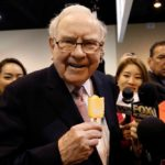 Warren Buffett has a Dairy Queen ice cream bar before Berkshire Hathaway's annual meeting in Omaha on May 6, 2017. (File photo: Reuters/Rick Wilking)