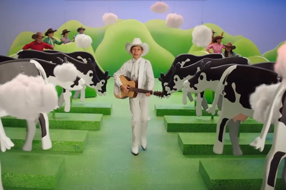 One of the centrepieces of Burger King's #CowsMenu campaign is a video directed by Michel Gondry featuring U.S. singer and yodeler Mason Ramsey. (Burger King video screengrab via YouTube)