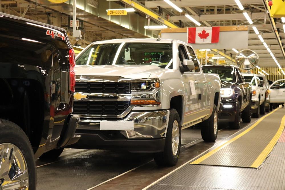 Pickup trucks roll out of General Motors' assembly plant at Oshawa, Ont. (Media.gm.ca)